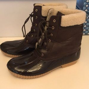 Shoes - Super Sweet Stylish looking Duck Boots Size 10